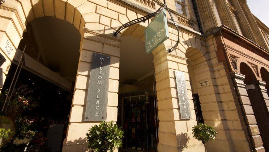 Shop fitting Bath, Milsom Place by Simon Davies